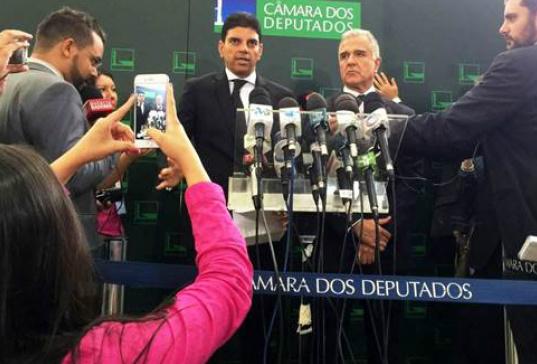 Deputados acionam Dilma no STJ por afirmar que impeachment é golpe -