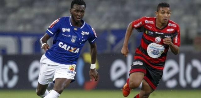 Allano marcou o primeiro gol, mas deixou o campo muito vaiado pela torcida no Mineirão. - Crédito: Foto: Divulgação