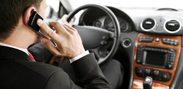 Dirigir usando o celular passará de infração média para gravíssima - Crédito: Foto: Divulgação