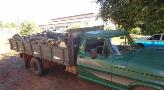 PMA autua infrator em R$ 1,3 mil por uso de motosserra ilegal e exploração de madeira. - Crédito: Foto: PMA/Divulgação