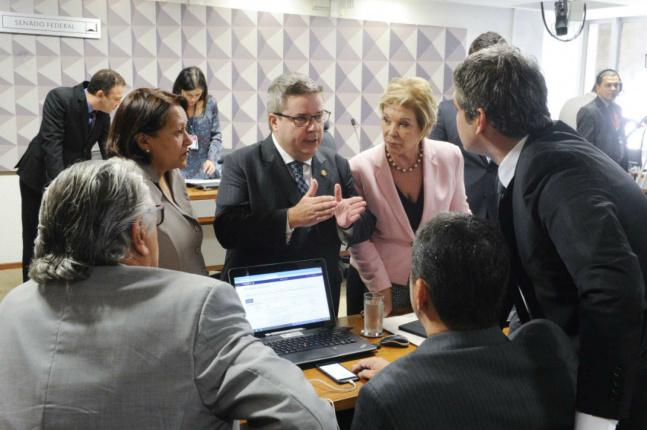 O relatório do senador Anastasia teve  15 votos a favor e cinco contra. O presidente da comissão, Raimundo Lira - Crédito: PMDB-PB