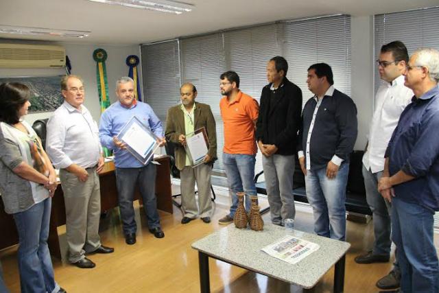 Vereadores de Dourados entregaram moção legislativa. - Crédito: Foto: Thiago Morais