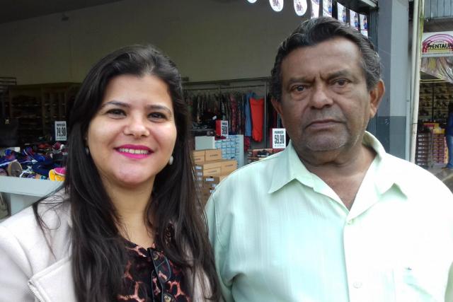Gerente do Sindicom, Vaniele Estrada e o presidente da entidade, Valter Castro. - Crédito: Foto: Elieser Ricardo
