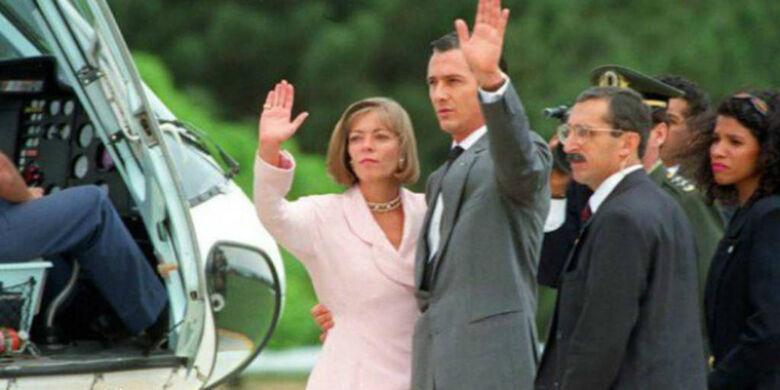 Fernando Collor de Mello deixa o poder em dezembro de 1992, depois de sofrer processo de impeachment. Na foto, ele está com sua mulher Rosane -