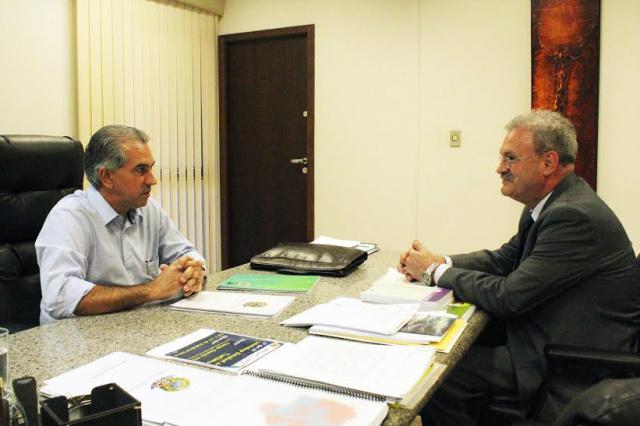 Geraldo e Reinaldo Azambuja trabalham em sintonia. - Crédito: Foto: João Rocha/Ricardo Minella