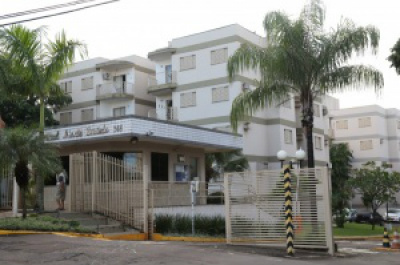 Recém nascido foi encontrado na escadaria do Bloco Y, do condomínio no bairro Monte Castelo - Crédito: Foto: Marcos Ermínio/Campo Grande News