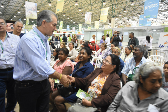 Governador Reinaldo Azambuja durante visita à Caravana da Saúde na manhã de ontem na Capital. - Crédito: Foto: Elvio Lopes