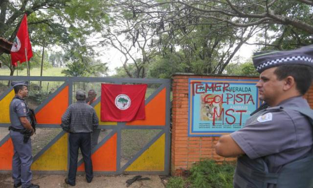 Movimento do Sem Terra ocupa suposta fazenda do presidente interino Michel Temer, no munincipio de Duartina. - Crédito: Foto: Pedro Kirilos/Divulgação