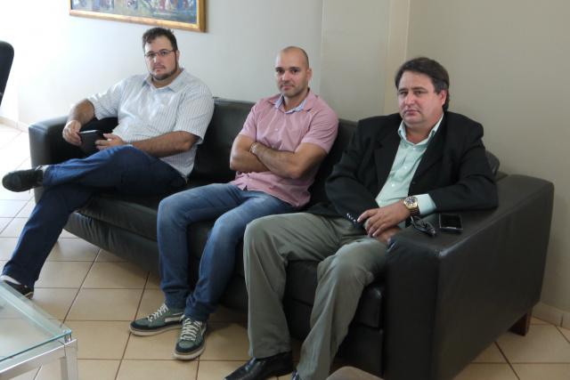 Equipe da prefeitura garante cumprimento da Lei de Acesso à Informação com site simples. - Crédito: Foto: Assecom