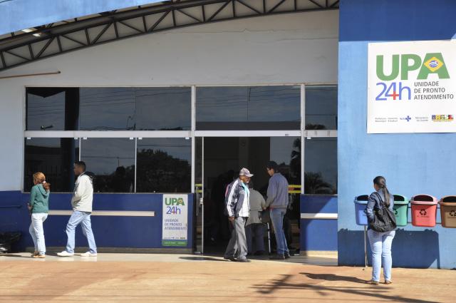 Como postos atendem em horário reduzido, UPA vive superlotada em Dourados. - Crédito: Foto: Hedio Fazan