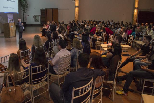 Assessor da presidência do CFF, Tarcísio Palhano, ministra palestra no Salão de Eventos  da Unigran, em Dourados. - Crédito: Foto: Divulgação