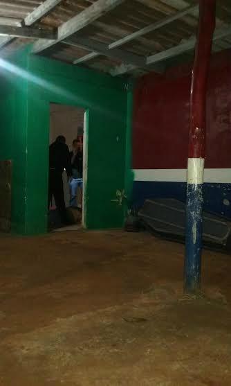 Após levar três tiros, vítima correu para escritório, onde caiu morto Foto: Cido Costa -