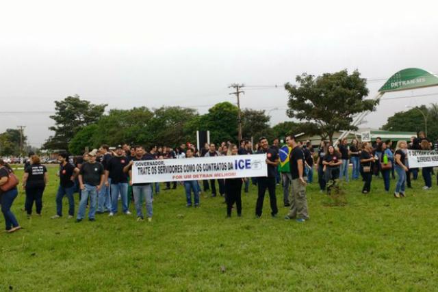 Manifestação de servidores do Detran na segunda-feira - Crédito: Foto: Misael Maciel/ TV Morena