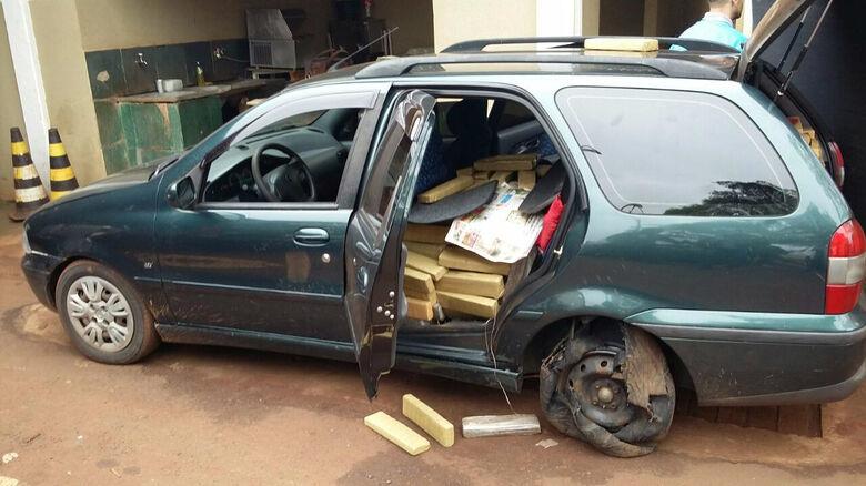 Droga e veículo apreendidos Foto: DOF -