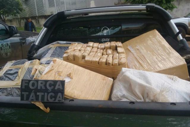 Droga apreendida em veículo totalizou mais de 405 quilos. - Crédito: Foto: Cido Costa/Dourados Agora