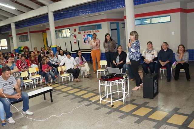 Equipe da saúde de Ivinhema promove campanha preventiva contra H1N1 em escolas da cidade. - Crédito: Foto: Divulgação