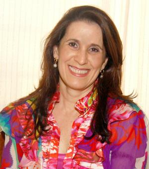 Elizabeth Salomão é a primeira mulher a presidir a Aced. - Crédito: Foto: Divulgação
