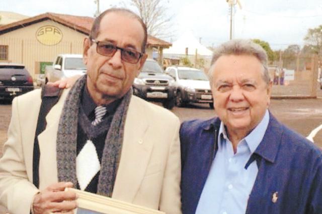 Antônio S. Maria e o amigo dr. Roberto Rodrigues, ministro da agricultura que fez palestra na Expoagro, produtor rural, para o qual trabalhou por longo tempo sempre com dedicação e amizade. Ficou feliz por reencontrar. -