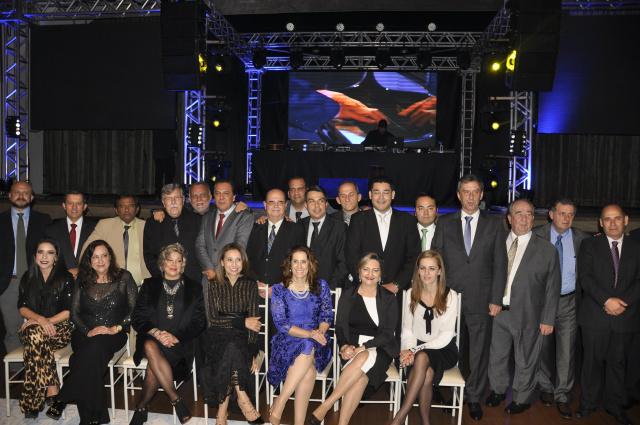 Elizabeth Salomão encabeça diretoria da Associação Empresarial e Industrial de Dourados que tomou posse em evento na Unigran. - Crédito: Foto: Hedio Fazan