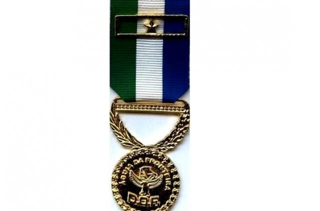 Modelo de medalha que será concedida às personalidades hoje. - Crédito: Foto: Divulgação