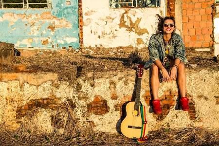 Aos 23 anos de idade, Marina Peralta tem se destacado no cenário musical, tanto do Estado de Mato Grosso do Sul como no cenário nacional. - Crédito: Foto: Divulgação
