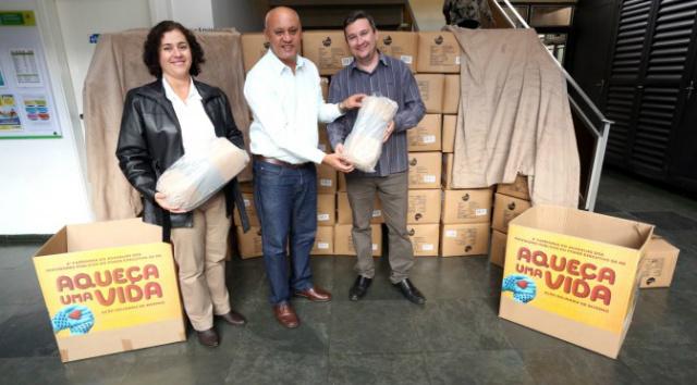 Campanha do Agasalho dos Servidores recebe doação de 500 mantas da empresa Eldorado Brasil. - Crédito: Foto: Divulgação