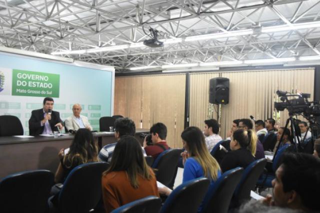 Os secretários Eduardo Riedel e Carlos Alberto de Assis apresentam baçanço da negociações. - Crédito: Foto: Jessica Barbosa