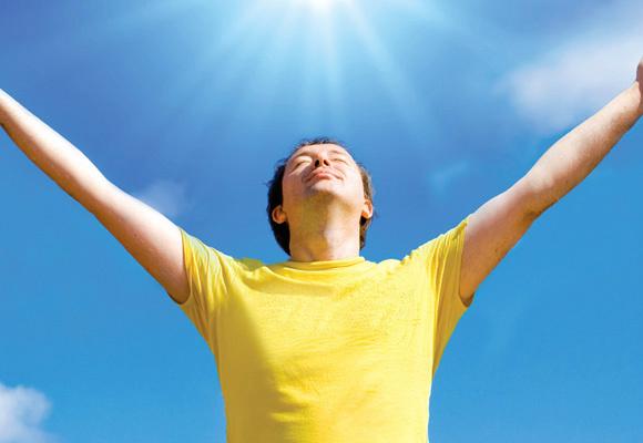 Aconselha-se que evitemos o sol forte para proteger a pele do envelhecimento, especialmente pessoas com pele clara -