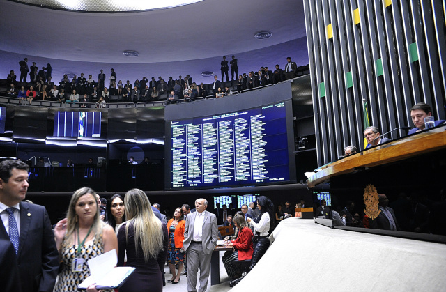 Plenário da Câmara aprova projetos que reajusta salários de 16 categorias de servidores públicos. - Crédito: Foto: Luis Macedo/Câmara dos Deputados