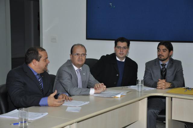 Secretário de Segurança Pública em reunião com o Coised na PF. - Crédito: Foto: Hédio Fazan