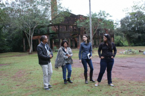 Técnicos do Ministério do Turismo durante inspeção a locais que farão parte da rota dos jornalistas. - Crédito: Foto: Dênes de Azevedo
