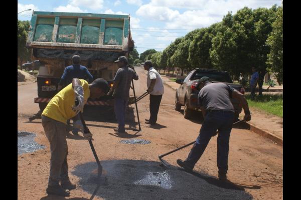 Secretaria de Serviços Urbano torce por tempo firme para retomar as obras de tapa-buraco na cidade -