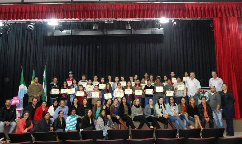 Participantes do II Encontro Família na Escola em Jateí -