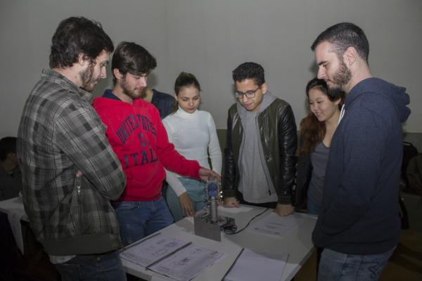 Os grupos desenvolveram projetos de motor com funcionamento de princípio a vapor, motor eletromagnético, motor ar quente, junta universal, gerador de hidrogênio, entre outros. -