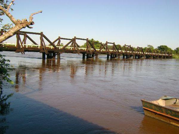 Jovem estava perto da ponte de madeira quando caiu no Rio Ivinhema -