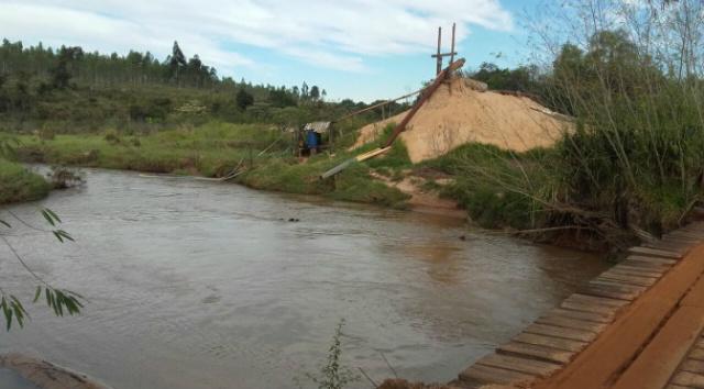 Empresa é multada por extrair areia de Área de Preservação Permanente em Tacuru -