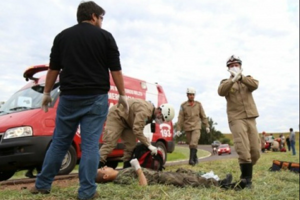 Seis viaturas do Corpo de Bombeiros foram deslocadas até a rodovia. Foto: Campo Grande News -