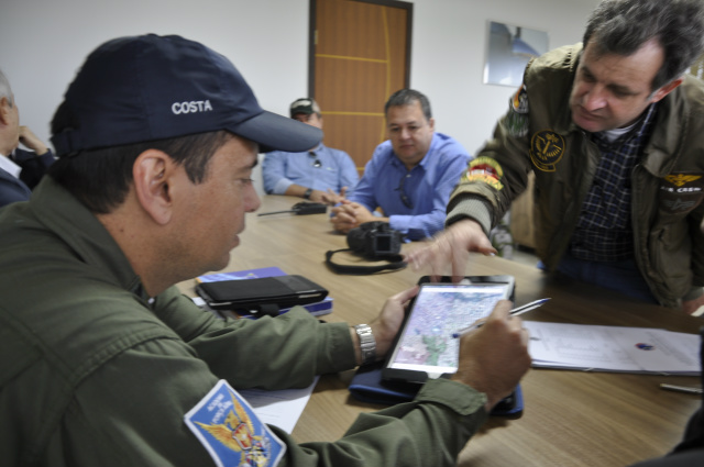 Diretoria do Aeroclube de Dourados reunida com o major Costa e o tenente Yoshida. - Crédito: Foto: Hedio Fazan