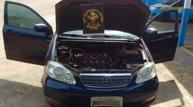DOF recupera na fronteira carro de luxo roubado em 2013 no Rio Grande do Sul -