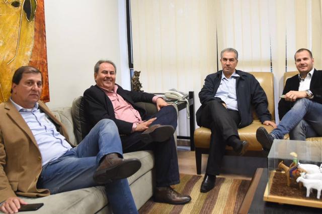 Dirigentes do PSD com o secretário Sérgio de Paulo - Crédito: Foto: Divulgação