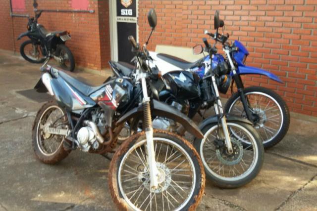 Motocicletas recuperadas pela Polícia Civil de Dourados após investigação sobre crimes de furtos. - Crédito: Foto: Divulgação