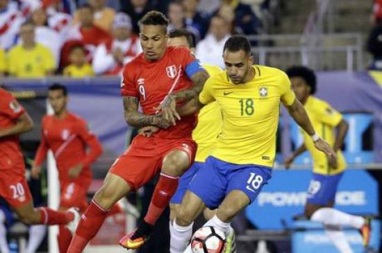 Guerrero e Renato Augusto em lance da partida. - Crédito: Foto: AE