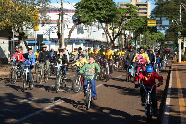 Dia Mundial de Combate ao Trabalho Infantil  foi lembrado com um passeio ciclístico em Dourados. - Crédito: Foto: A. Frota