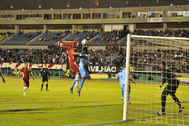 Equipe de Dourados venceu na estreia jogando no estádio Douradão. - Crédito: Foto: Luiz Radai