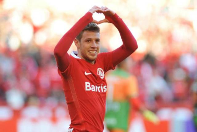 Com dois gols marcados no final de semana, Aylon briga para seguir no time. - Crédito: Foto: Fabiano do Amaral