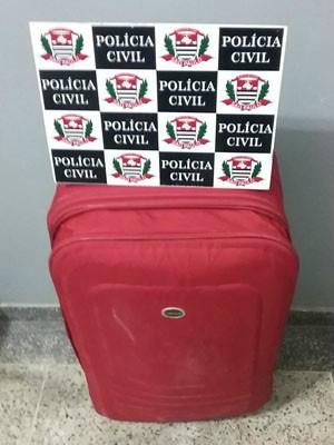 Copor da recém-nascida estava dentro de uma mala - Crédito: Foto: Polícia Civil/Cedida
