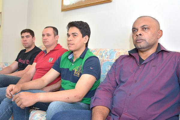 Policiais agredidos e presidente da Associação em visita em O PROGRESSO. Foto: Marcos Ribeiro -