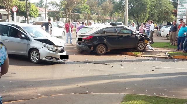 Foto mostra momentos depois em que o acidente aconteceu. - Crédito: Foto: Juliana Nunes