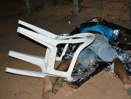 O trabalhador rural Claudecir Almeida de Oliveira, de 44 anos, foi morto com uma facada no peito. - Crédito: Foto: Alisson Silva/Campo Grande News/Reprodução