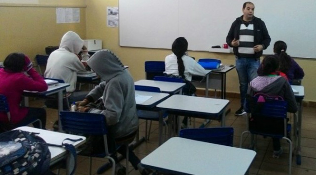 Piadas podem ser aliadas nas aulas de Português, revela pesquisa da UEMS -
